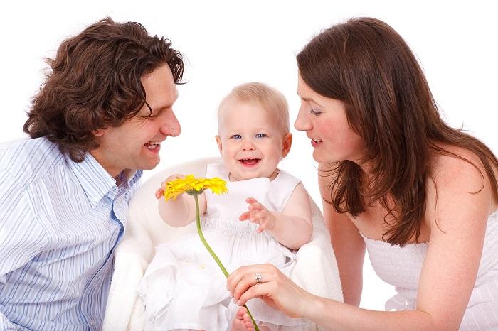 Familia Feliz con la tarjeta de Undecor